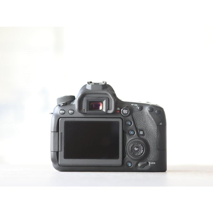 Canon EOS 6D Mark II-4