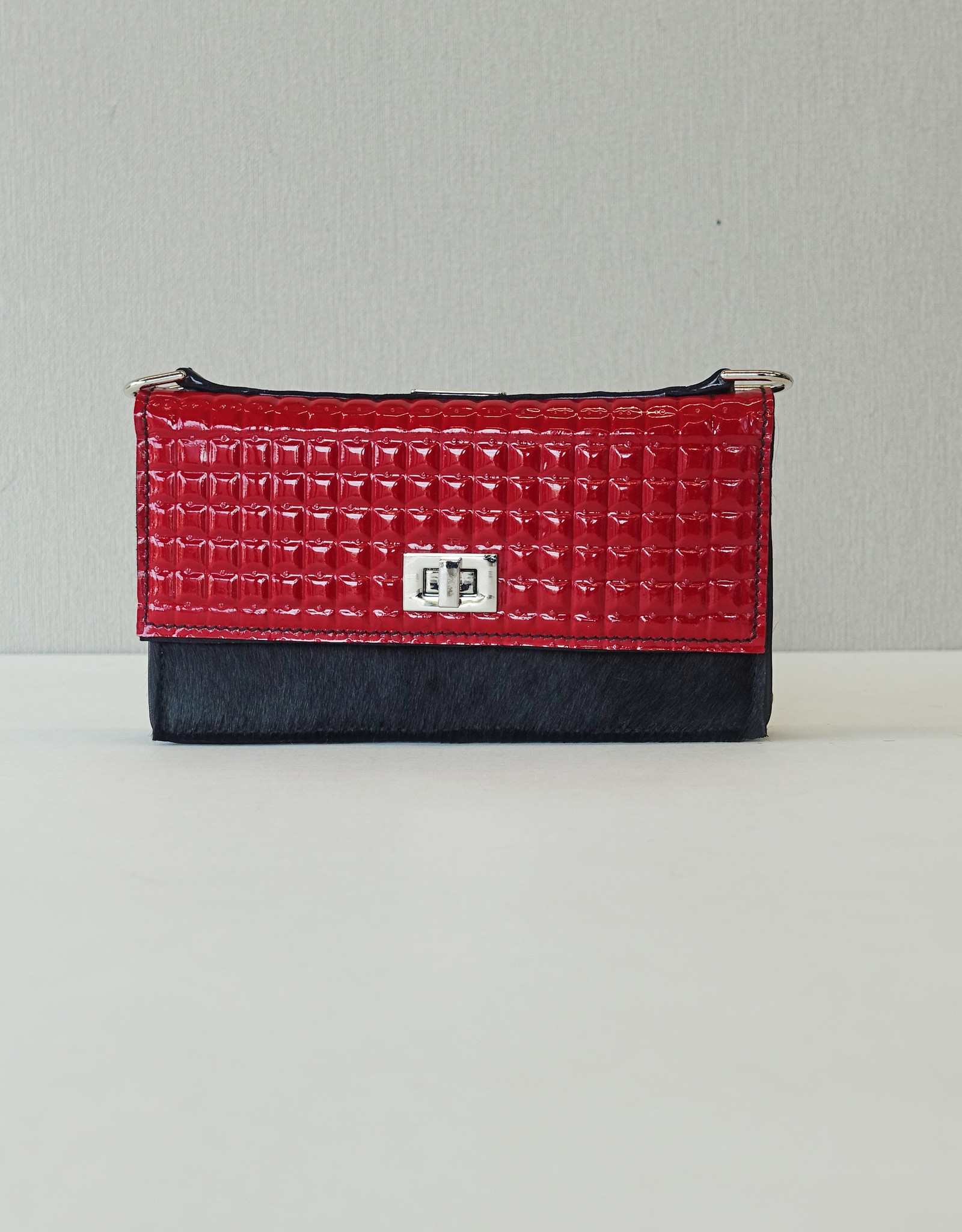 Iris, red/black