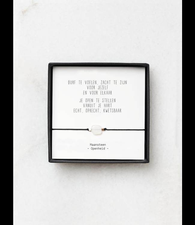 """JIP. - Maansteen armbandje met gedicht """"Durf te voelen"""""""
