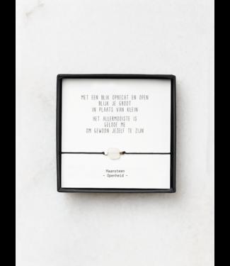 """JIP JIP. - Maansteen armbandje met gedicht """"Met een blik oprecht en open"""""""