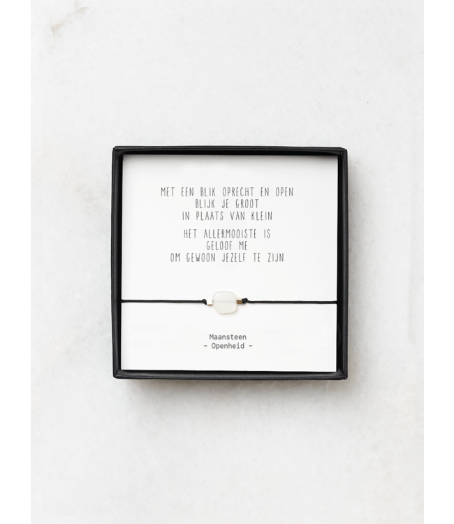 """JIP. - Maansteen armbandje met gedicht """"Met een blik oprecht en open"""""""