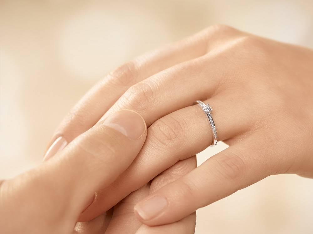 Verlobungsring Modern Pavé Weißgold