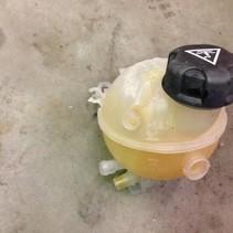 coolant reservoir 9652621280 peugeot 207 (1323T9)