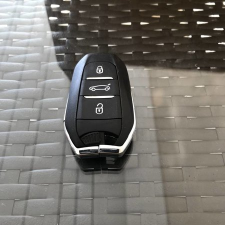NEW keyless go key citroen  key with chip