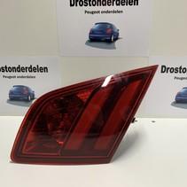 Achterlicht rechts in klep  9677818280 van een Peugeot 308  T9 model