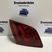 Achterlicht links in klep  9677818380 van een Peugeot 308  T9 model