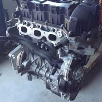 Motor peugeot 208 1.2 82 pk   motorcode HMZ HM01 met   GEEL PEILSTOK