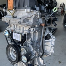 Engine with engine code HMR HM05 Peugeot 2008 1.2 VTI with green dipstick