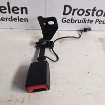 Seatbelt 9810493477 Rear insert, left of a Peugeot 3008 P84E