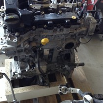 Peugeot  Motor 1.2 turbo 110pk 81KW  met motorcode HN01  HNZ  Gele pijlstok