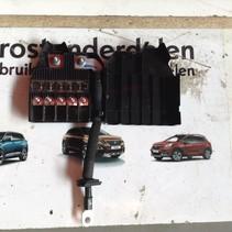 Service central Fuse box 9814474980 Peugeot 3008 P84E