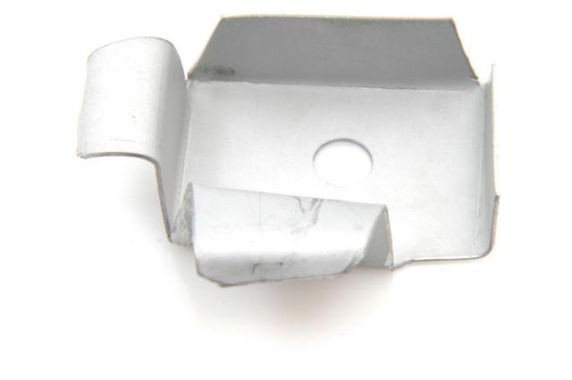 Tôle sertissage garniture d'étanchéité pied arrière gauche
