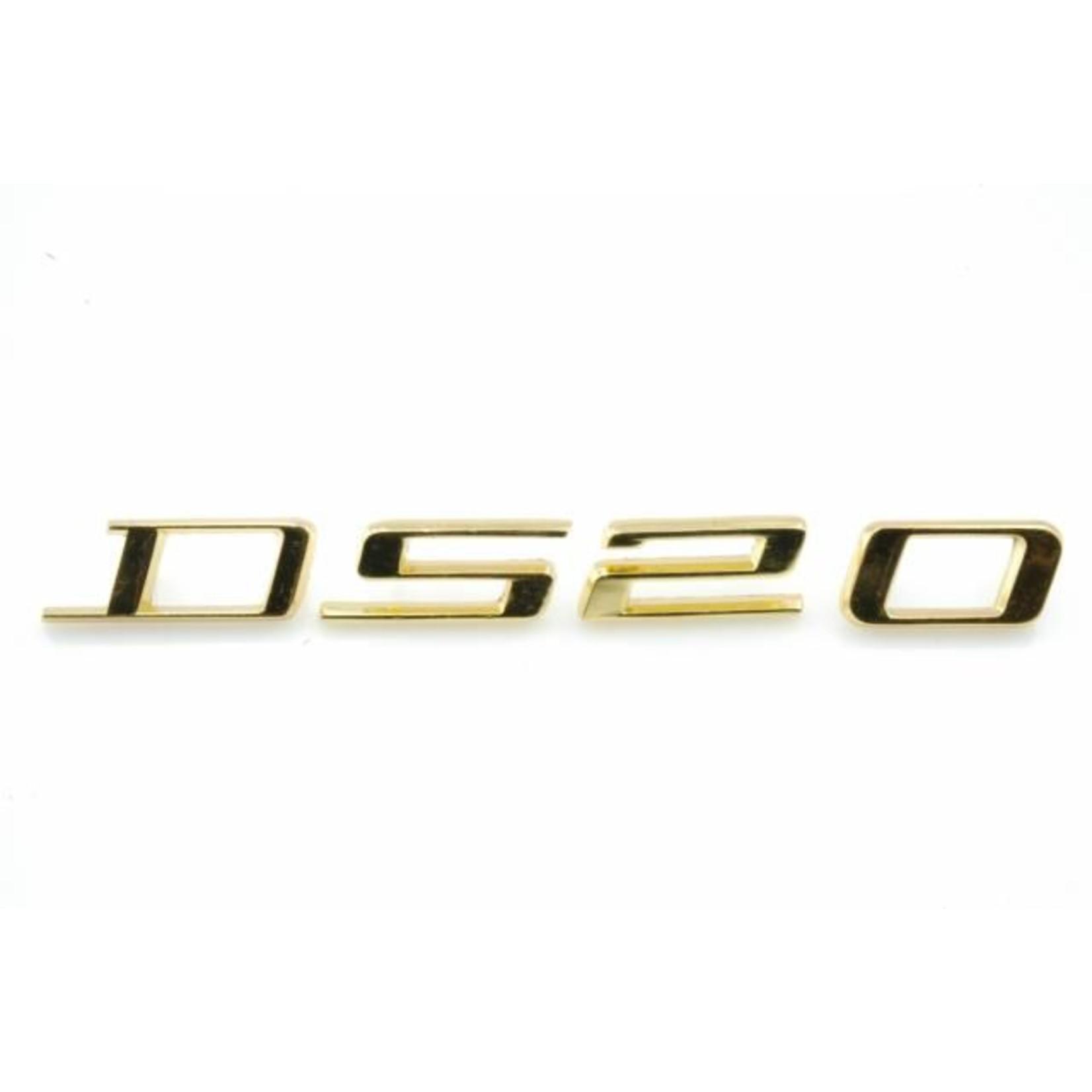 "Monogram ""ds20"" goudkleurig DS20 -72 Nr Org: DY8547"