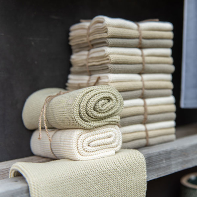 Knitted towel Olive (H13)