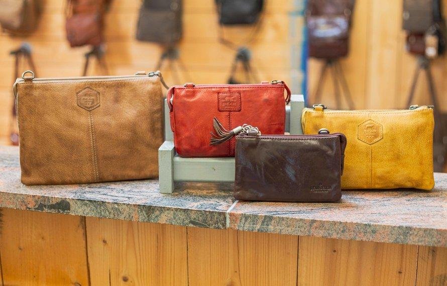 Wat is het verschil tussen de Umi 1, Umi 2, Uma en Uma XL portemonnee tasjes?