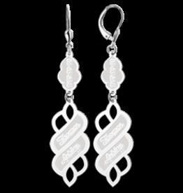Zilveren oorbellen met twee namen en datum