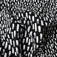 Tricot Black & white swipes