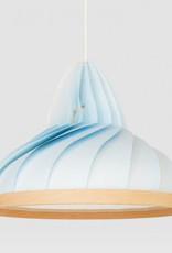 Studio Snowpuppe Wave lamp van papier en hout pastel blauw