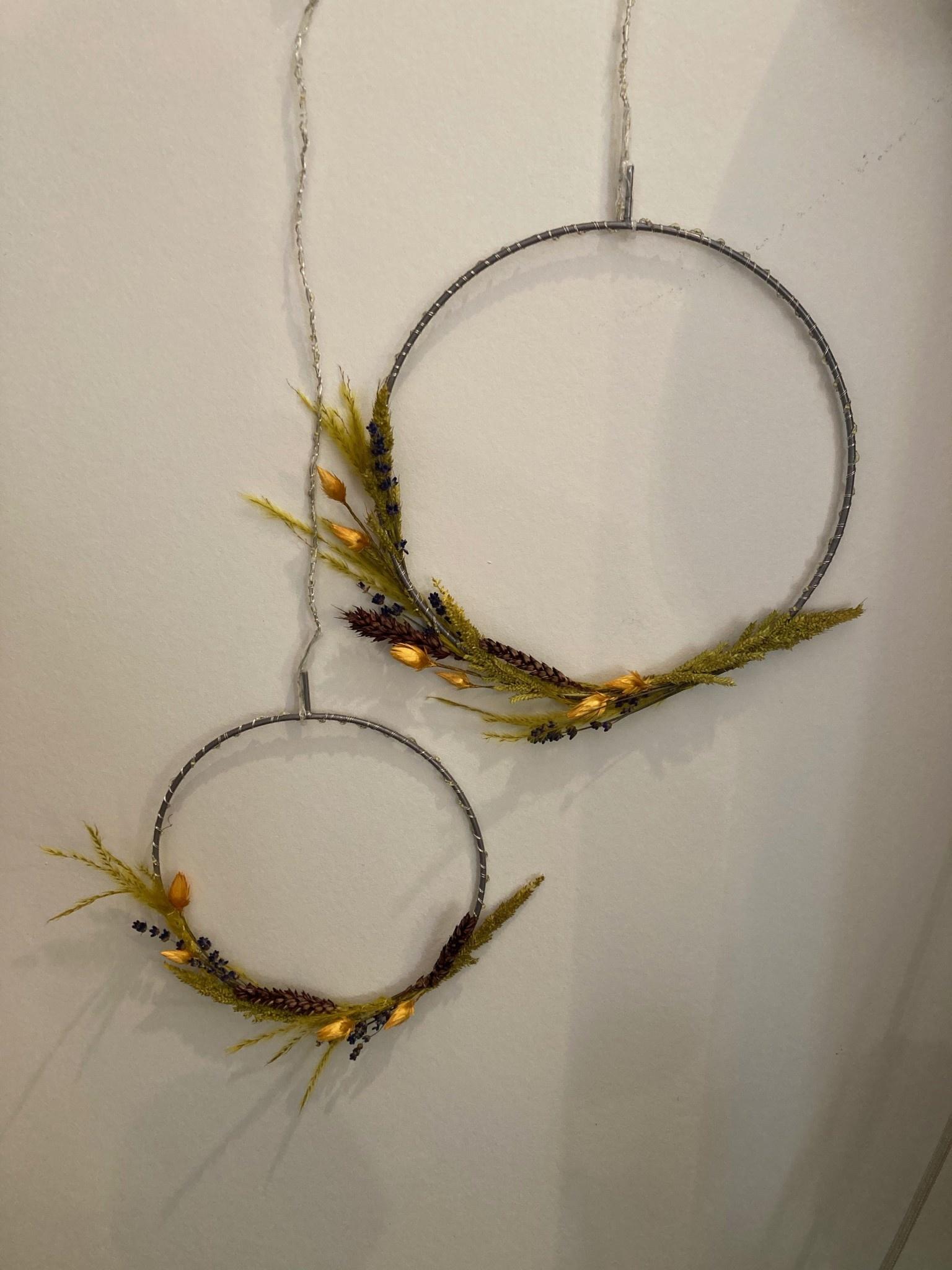 Sirius Sirius Liva circle, Ø20 cm, silver met droogbloemen verwerkt