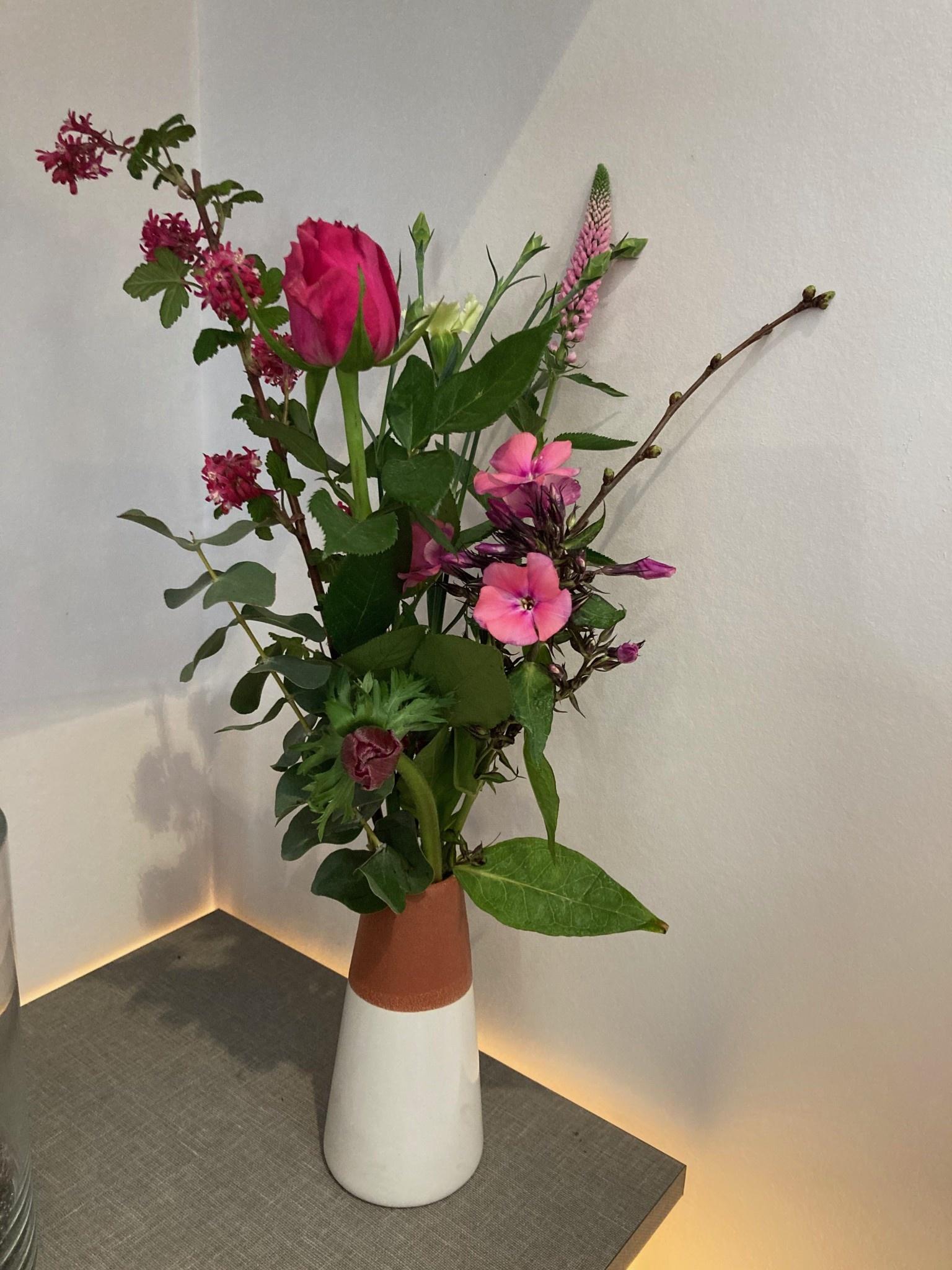 Veldboeket in Vase, wit, steen Ø7,5xH15 cm