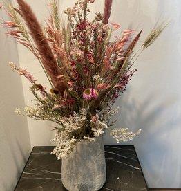 Droogboeket roze tinten in Serax Vaas S beige L17,5 x B17,5 x H23 cm