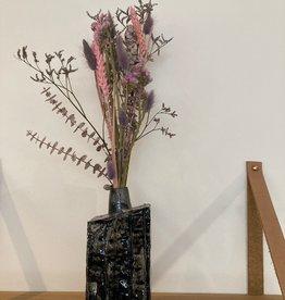 Droogbloemen in vaas Eucalyptus & Acacia vierkant met hals _ zwart 8,5x6 H20 cm