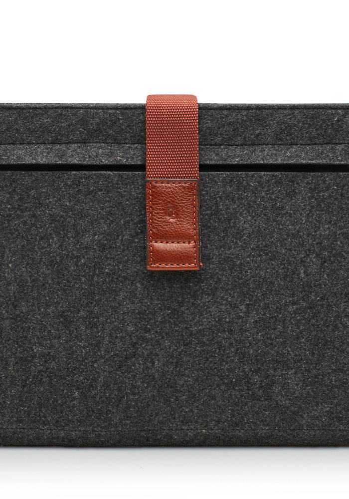 Castelijn & Beerens 64 9677 LB MacBook Air Cover 13' Licht Bruin