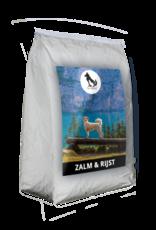 Onze Zalm & Rijst brokken zijn koud geperste hondenbrokken voor volwassen honden in de kracht van hun leven.