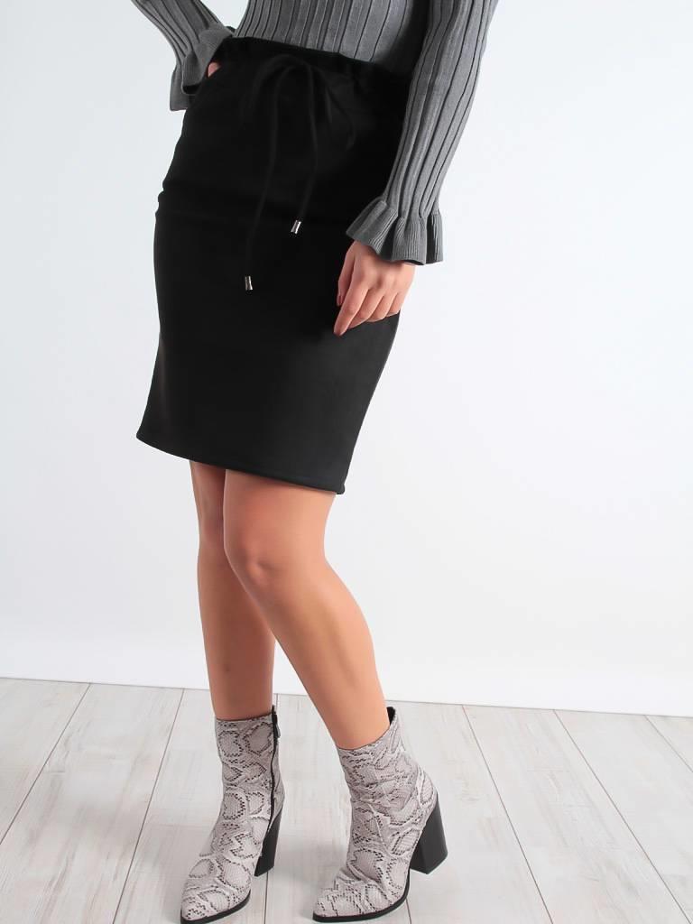 Ladylike Suedine skirt