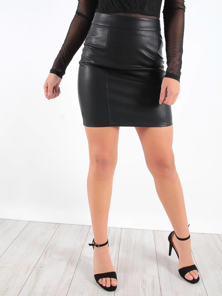 DRŌLE DE  COPINE Faux leather skirt black