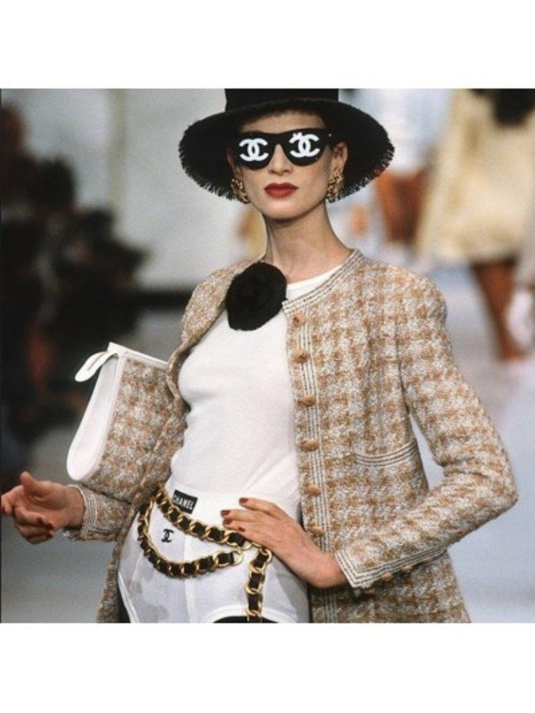 LADYLIKE FASHION Chanel Catwalk book