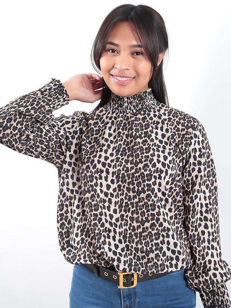 LADYLIKE FASHION Leopard turtle neck blouse