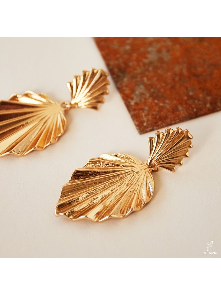 LADYLIKE FASHION Earrings Be Chic Gold