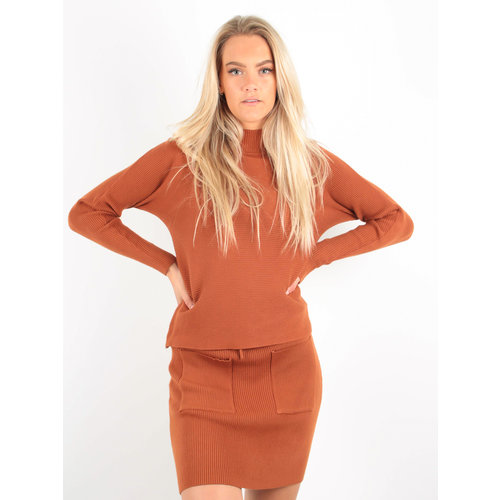 PURPLE QUEEN Ribbed Boxy Jumper Rust