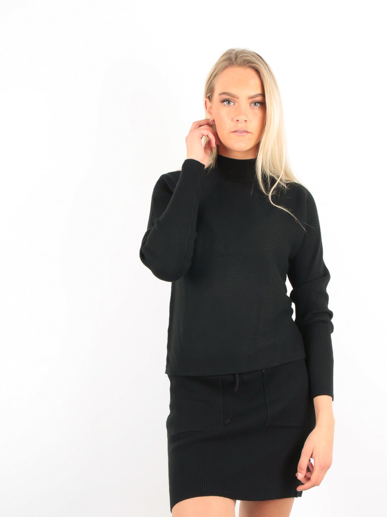 PURPLE QUEEN Ribbed Boxy Jumper Black