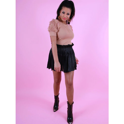 YU & ME Shiny Pleated Skirt Black