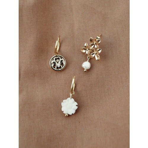 Flowers freshwater pearl pin pair of earrings
