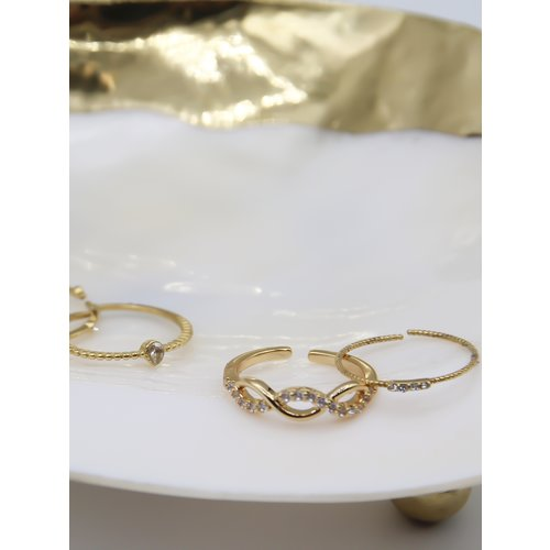 Ladylike  Fashion White Diamond Ring Gold