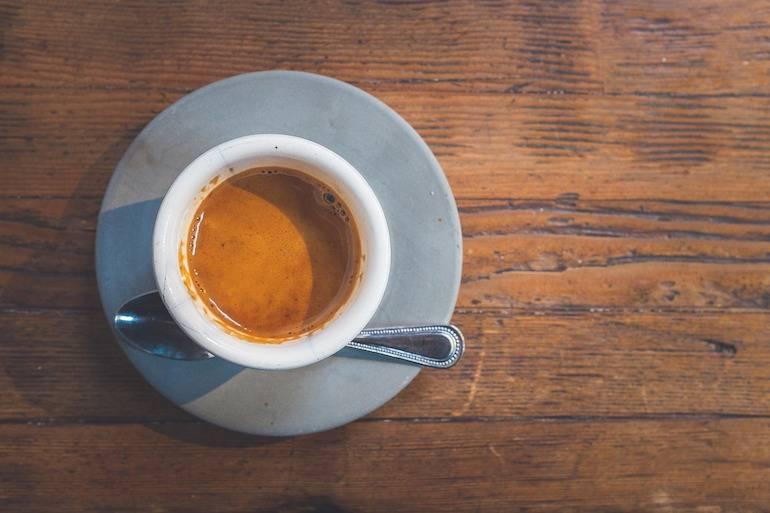 5 openingszinnen voor small talk bij de koffieautomaat op kantoor
