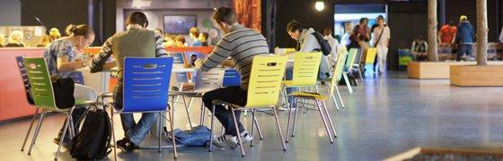 Nieuw schoolmeubilair nodig, de website www.schoolmeubilair.com biedt je alle informatie