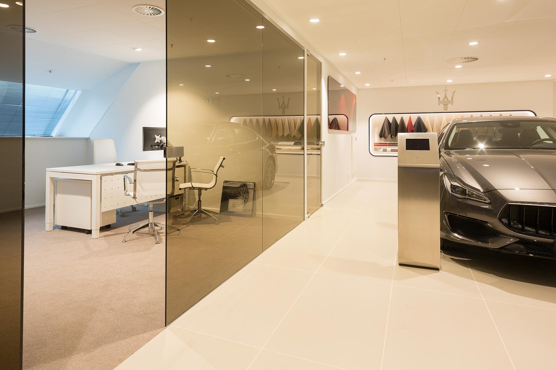 Maserati stelt als eis dat alle meubels wit moeten zijn