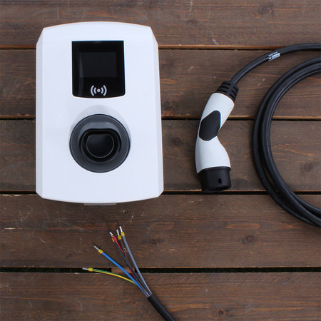 Alfen  Eve Single Pro-line - 3 x 16A (11kW) - 8 meter vaste kabel - RFID - E-Flux