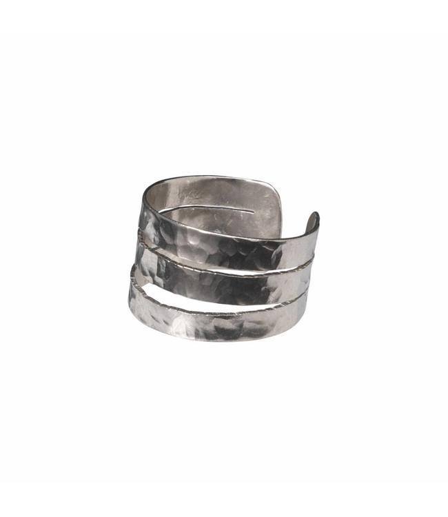Yaya 133338-911 Hammered brass ring.