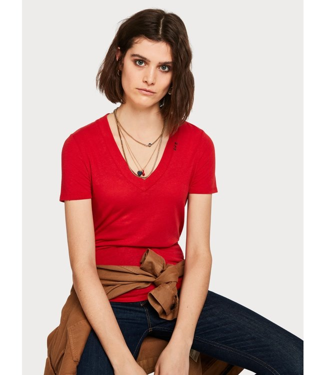 Amsterdams Blauw 150706. Feminine tee with deep V neck in linen mix quality.