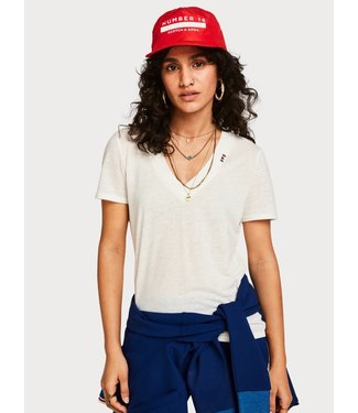 Amsterdams Blauw 150706 Feminine tee with deep V neck in linen mix quality