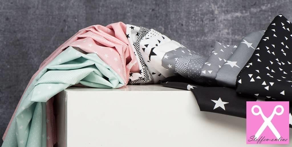 by Poppy designed for you Katoen Poplin, Stars White/Grey
