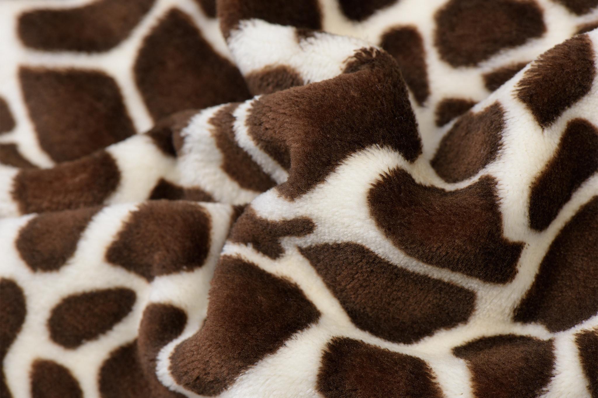 Wellness Fleece Giraffe