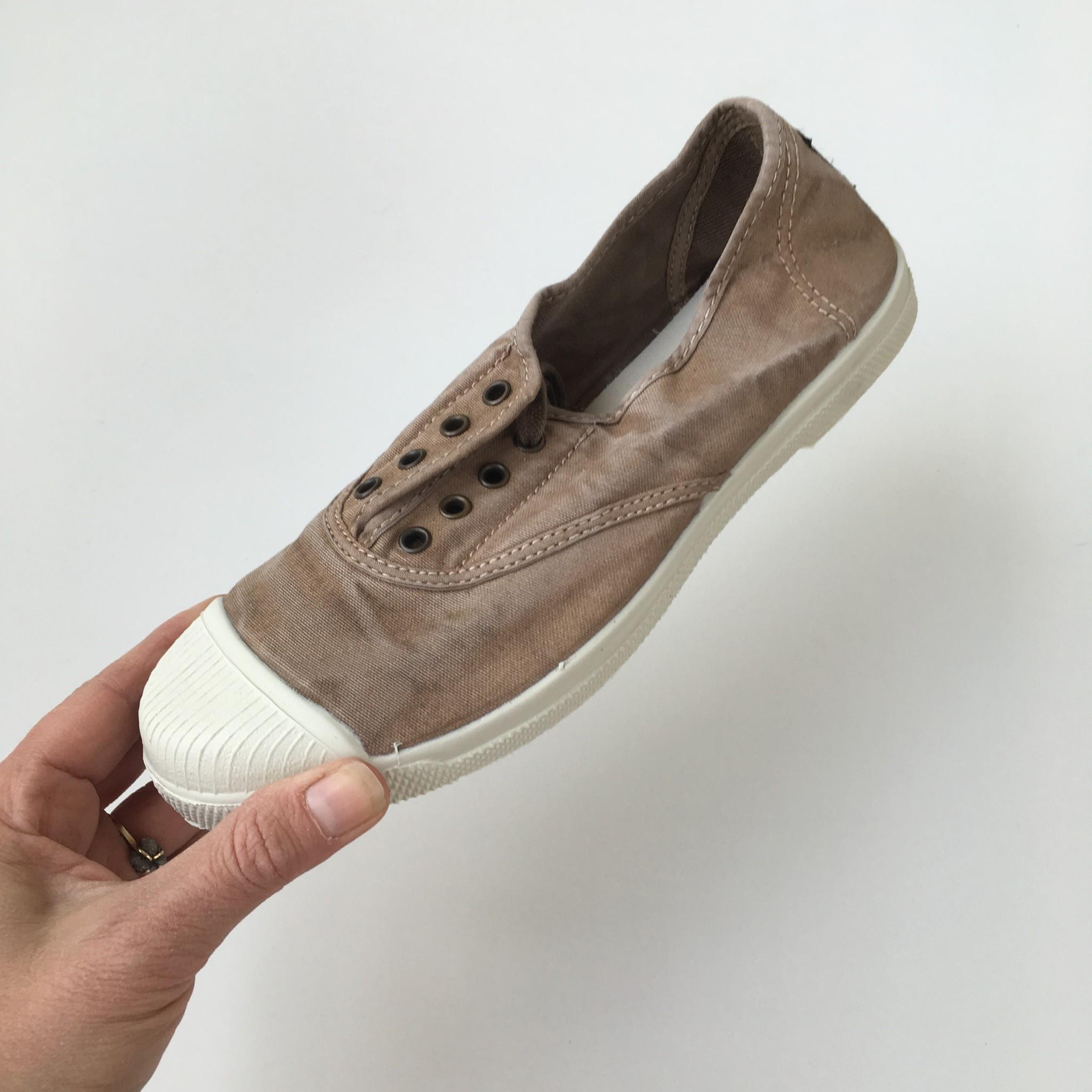 NATURAL WORLD - eco kinder sneakers - 100% biologisch katoen/100% natuur rubber - stone washed bruin/ beige