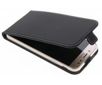 Accezz Schwarzer Flip Case für das Samsung Galaxy J7 (2017)