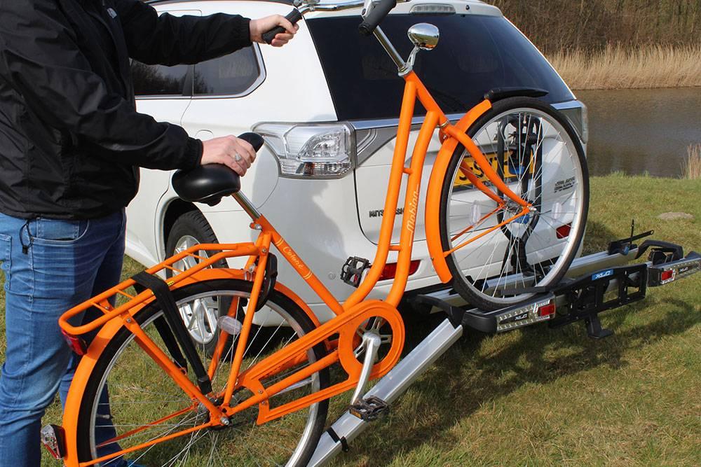 Eropuit met een fietsdrager